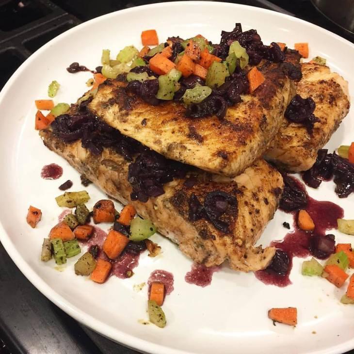 Salmon in garlic red wine sauce